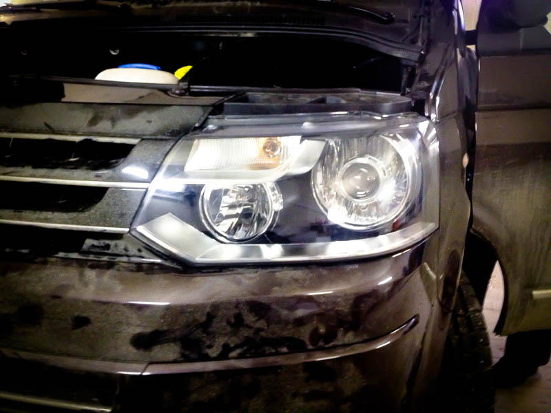 Установка биксеноновых линз Morimoto на VW Multivan