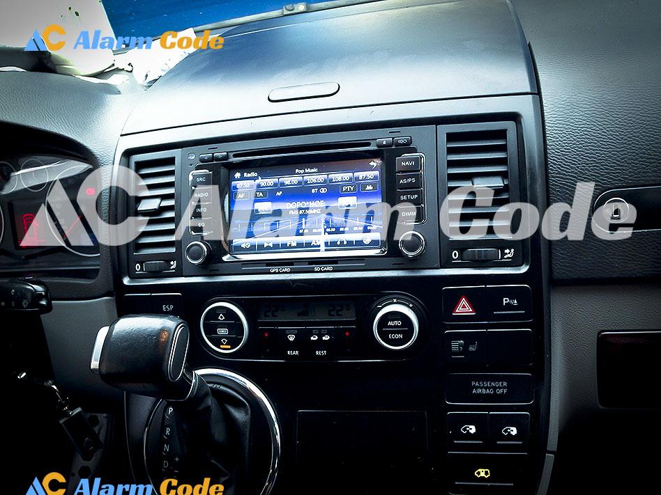 Установка мультимедийной системы на Volkswagen Multivan